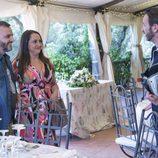 Clara y Josito en el banquete mirando a Fermín en el último capítulo de la décima temporada de 'La que se avecina'