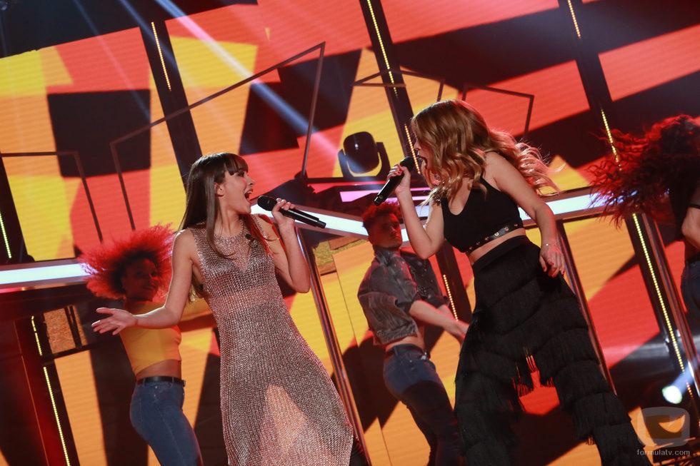"Aitana y Natalia interpretan ""Walking on Sunshine"" en la gala especial de Navidad de 'OT 2017'"