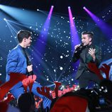 """Alfred y Naim Thomas cantan """"Adoro"""" en la gala especial de Navidad de 'OT 2017'"""