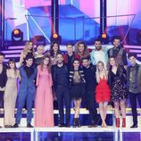 Los concursantes de 'OT 2017' posan con Roberto Leal en la gala especial de Navidad