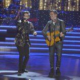 Pedro Hernández y Alejandro Sanz cantando en la final de 'La Voz 5'