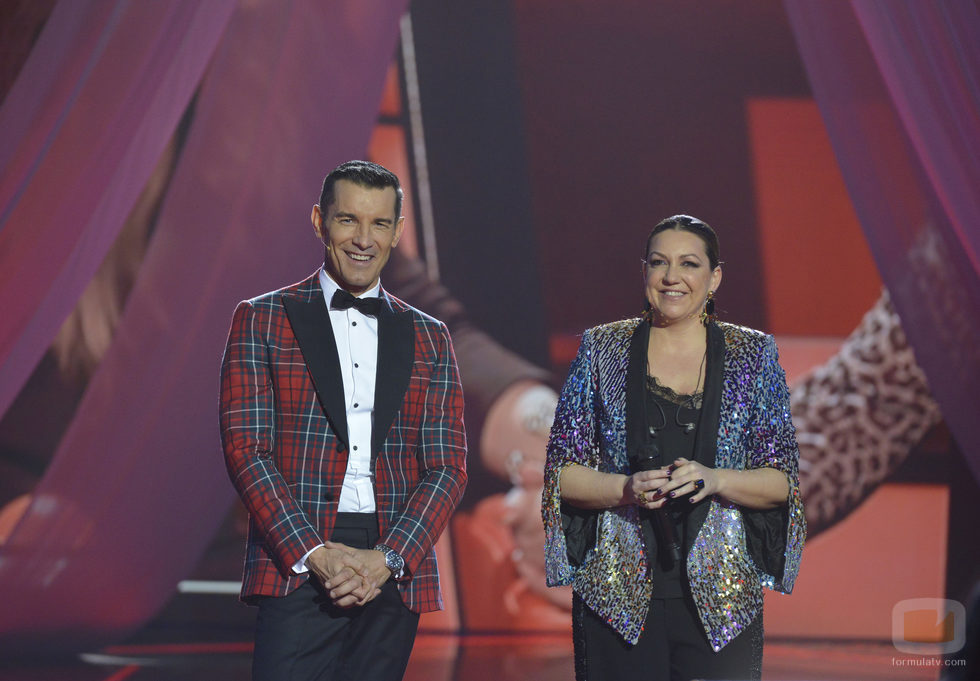 Jesús Vázquez y Niña Pastori en la final de 'La Voz 5'
