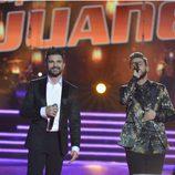 Juanes y Pedro Hernández cantando juntos en la final de 'La Voz 5'