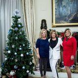 Las Campos posan junto al árbol de Navidad