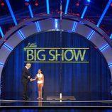 Carlos Sobera con la jóven Alba en 'Little Big Show'