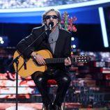 """David Fernández canta """"Feliz Navidad"""" durante el Concierto de Año Nuevo en 'Tu cara me suena'"""
