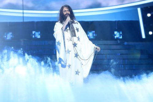 """Edu Soto canta """"Forever and ever"""" durante el Concierto de Año Nuevo en 'Tu cara me suena'"""