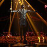 """Amaia, con los brazos abiertos, interpreta """"Shake it out"""" en la gala 9 de 'OT 2017'"""