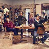 Foto promocional del reparto al completo de 'Roseanne'
