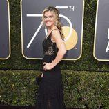 Missi Pyle posa en la alfombra roja de los Globos de Oro 2018