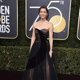 Jessica Biel posa en la alfombra roja de los Globos de Oro 2018