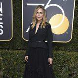 Michelle Pfeiffer posa en la alfombra roja de los Globos de Oro 2018