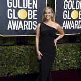 Reese Whiterspoon posa en la alfombra roja de los Globos de Oro 2018