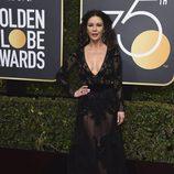 Catherine Zeta Jones en la alfombra roja de los Globos de Oro 2018