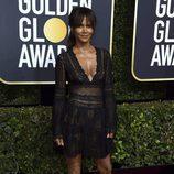 Halle Berry posa en la alfombra roja de los Globos de Oro 2018