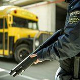 Policía y el autobús de Cruz del Norte durante un rodaje de la tercera temporada de 'Vis a Vis'