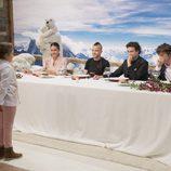 Esther presenta su plato final al jurado y a Dabiz Muñóz en 'MasterChef Junior 5'
