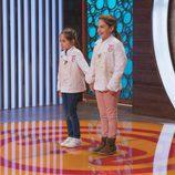 Esther y María esperando a conocer el nombre de la ganadora de  'MasterChef Junior 5'