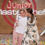 Eva González y Esther en la final de 'MasterChef Junior 5'