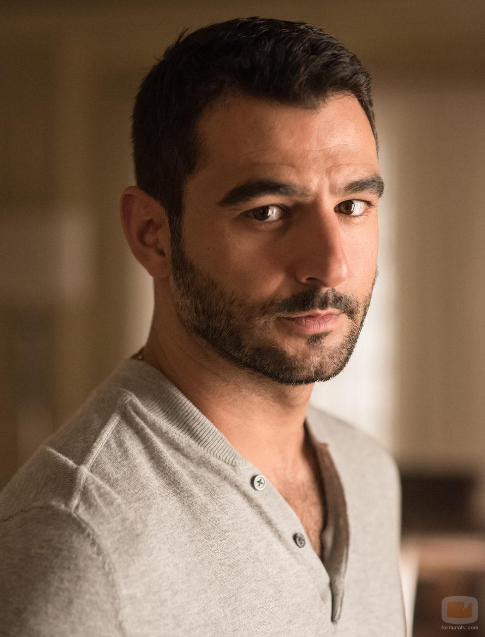 Antonio Velázquez es Carlos Santos en 'Traición'