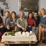 La familia Alcántara al completo posa unida en la temporada 19 de 'Cuéntame cómo pasó'
