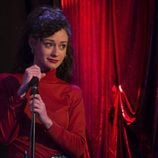 Karina canta en el karaoke en el primer capítulo de la temporada 19 de 'Cuéntame cómo pasó'