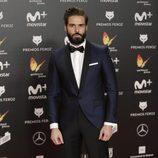 Álex Barahona posa en la alfombra roja de los Premios Feroz 2018