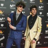 Javier Calvo y Javier Ambrossi posan en la alfombra roja de los Premios Feroz 2018