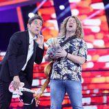 Carlos Latre junto a Manel Fuentes en la Gala de Eurovisión de 'Tu cara me suena'