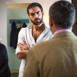 Jon Plazaola delante de la cuadrilla en la cuarta temporada de 'Allí abajo'