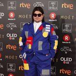 Brays Efe posa en la alfombra de los Premios Goya 2018