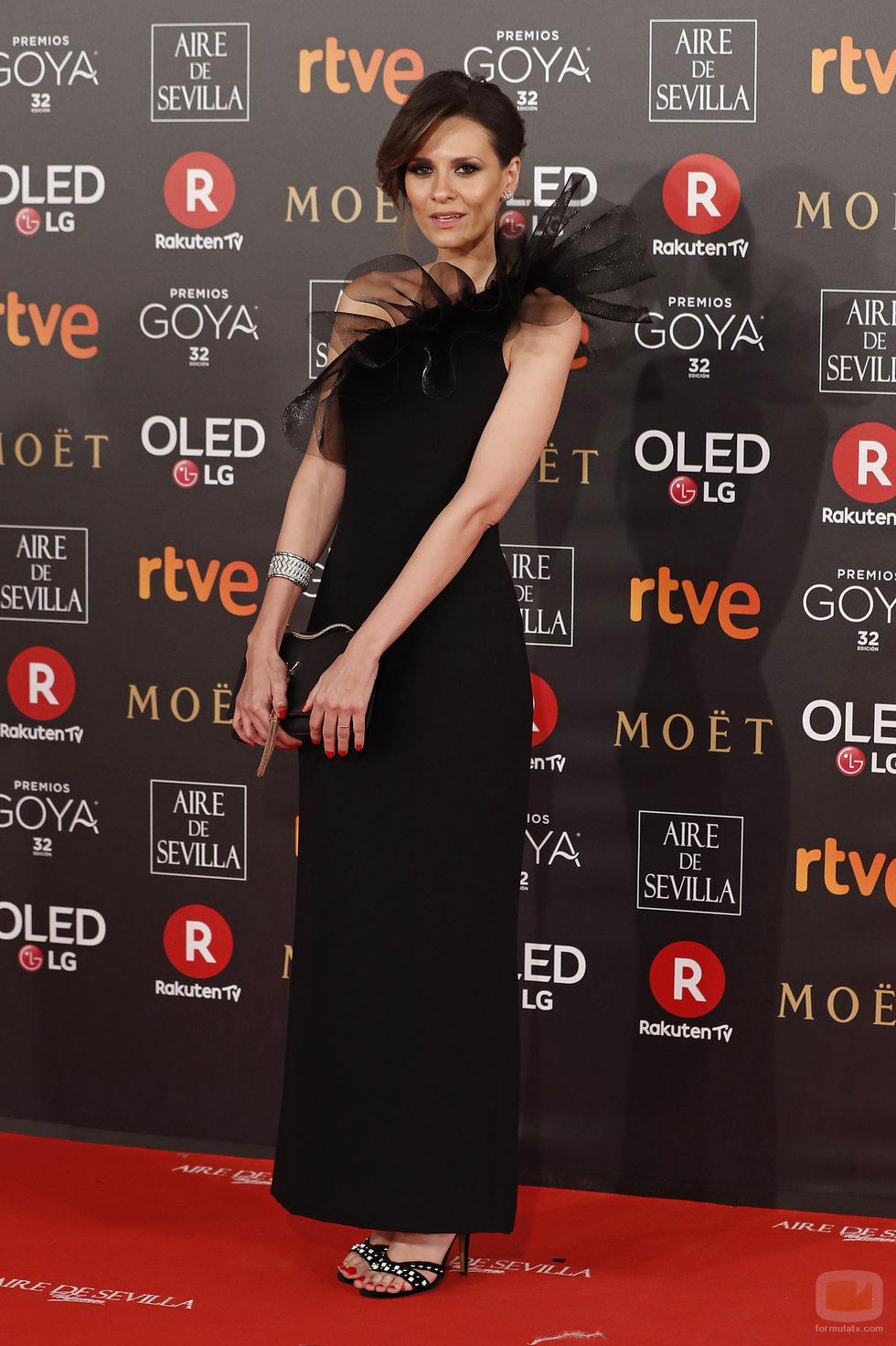 Elena Ballesteros posa en la alfombra roja de los Premios Goya 2018