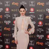 Sara Rivero posa en la alfombra roja de los Premios Goya 2018