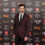 El actor Andrés Gertrúdix posa en la alfombra roja de los Goya 2018