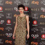 Úrsula Corberó posa en la alfombra roja de los Premios Goya 2018