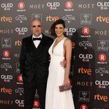 Luis Tosar y María Luisa Mayol posan en la alfombra roja de los Premios Goya 2018