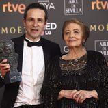 Gustavo Salmerón posa con el premio a Mejor Película Documental en los Goya 2018