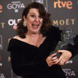 Adelfa Calvo posa con el premio a Mejor Actriz de Reparto en los Goya 2018