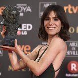 Bruna Cusi posa con el premio a Mejor Actriz Revelación en los Goya 2018