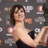Nathalie Poza posa con el premio a Mejor Actriz Protagonista en los Goya 2018