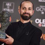 Javier Agirre Erauso posa con el premio a Mejor Dirección de Fotografía en los Goya 2018