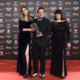 Jaume Carrió posa con el Premio a Mejor Cortometraje de Animación en los Goya 2018