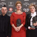 Ainhoa Eskisabel, Olga Cruz, Gorka Aguirre posan con su mejor a Mejor Maquilla y Peluquería en los Goya 2018