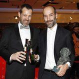 """El equipo de """"Handia"""" con su Goya 2018 a Mejor Guion Original en los Premios Goya 2018"""