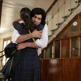 Kerim y Fatmagül abrazados en la segunda temporada de 'Fatmagül'