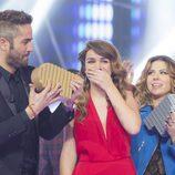 Amaia, emocionada, recoge el trofeo como ganadora de 'OT 2017'