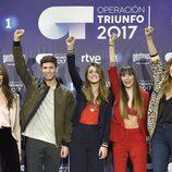Los finalistas de 'OT 2017' posan con el brazo en alto