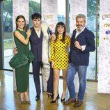 Raquel Sánchez Silva, junto al jurado de 'Maestros de la Costura'