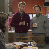 Toni y Samuel miran a una preocupada Inés en 'Cuéntame cómo pasó'