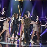 "Miriam y Agoney cantan ""Runnin"" en la Gala Fiesta de 'OT 2017'"